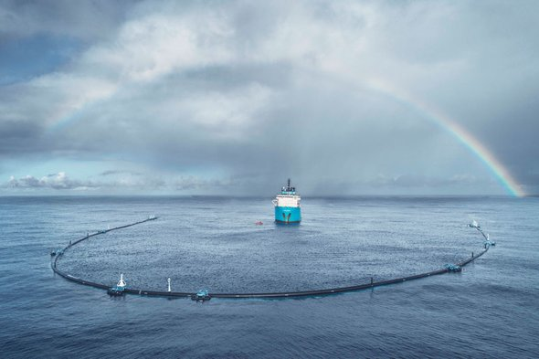 System 001 from The Ocean Cleanup is deployed in the Great Pacific Garbage Patch. Credit: The Ocean Cleanup